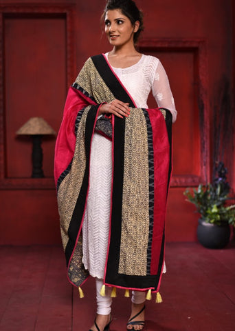 Pink chanderi dupatta with dabu print border