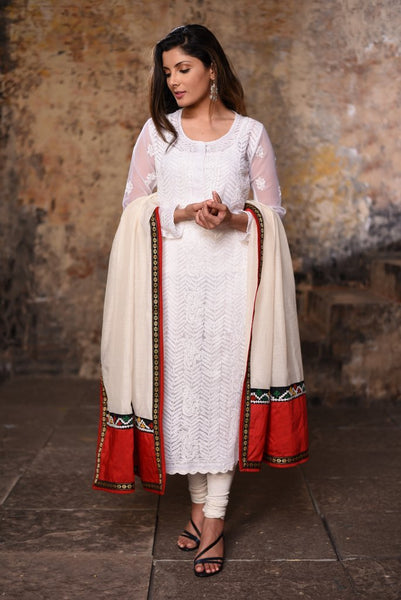 Off white chanderi dupatta with kutch mirror work