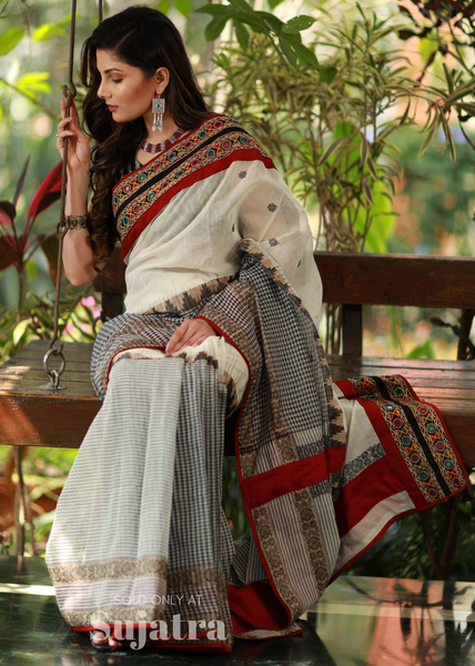 Bengal handloom saree with exclusive kutch mirror work combination - Sujatra