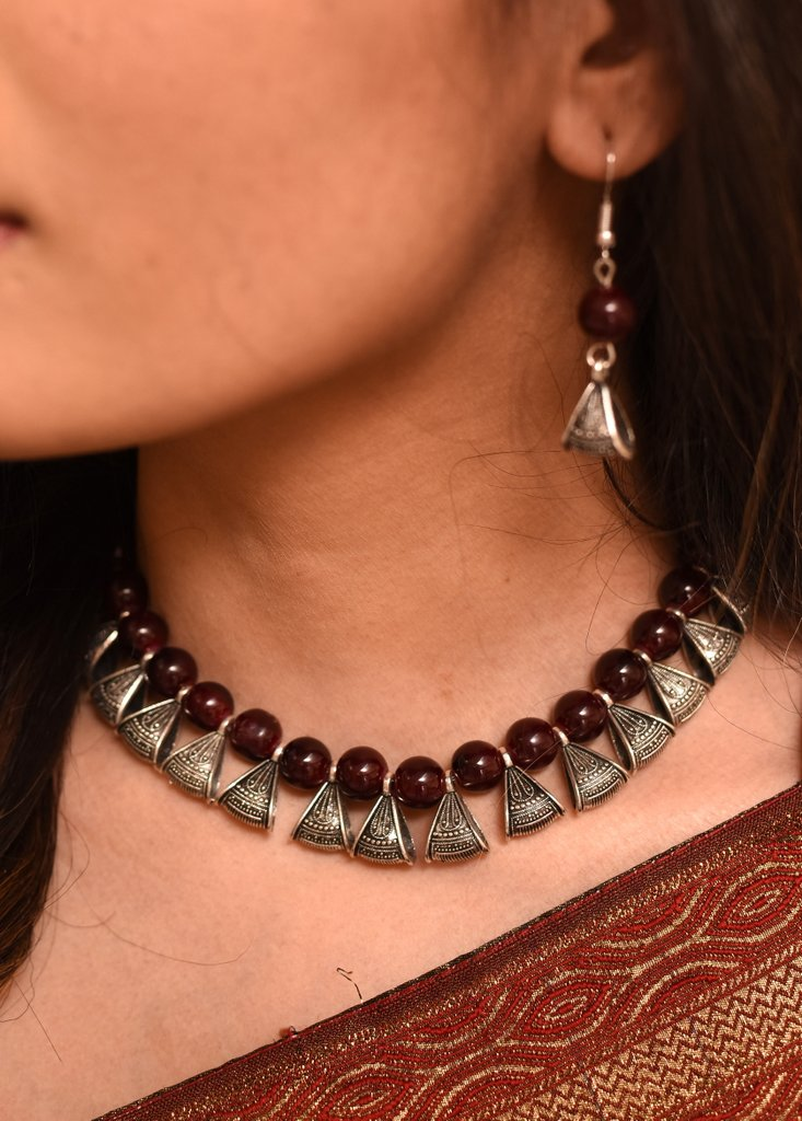 Exclusive maroon glass bead necklace set - Sujatra