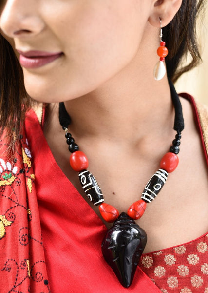 Exclusive hand crafted ceramic neklace set with cowrie earings