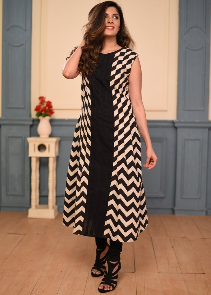 Exclusive zig zag pleats cotton black dress