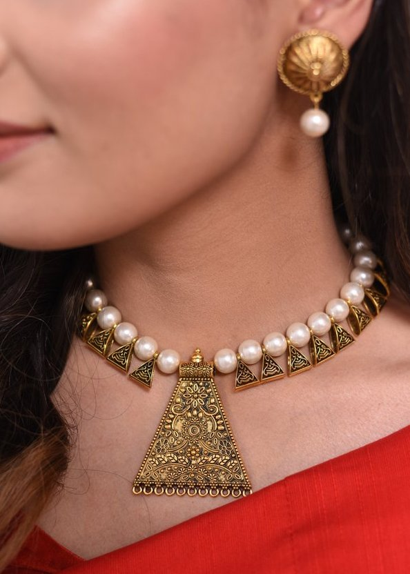 Exclusive Beaded necklace set with golden pendant - Sujatra