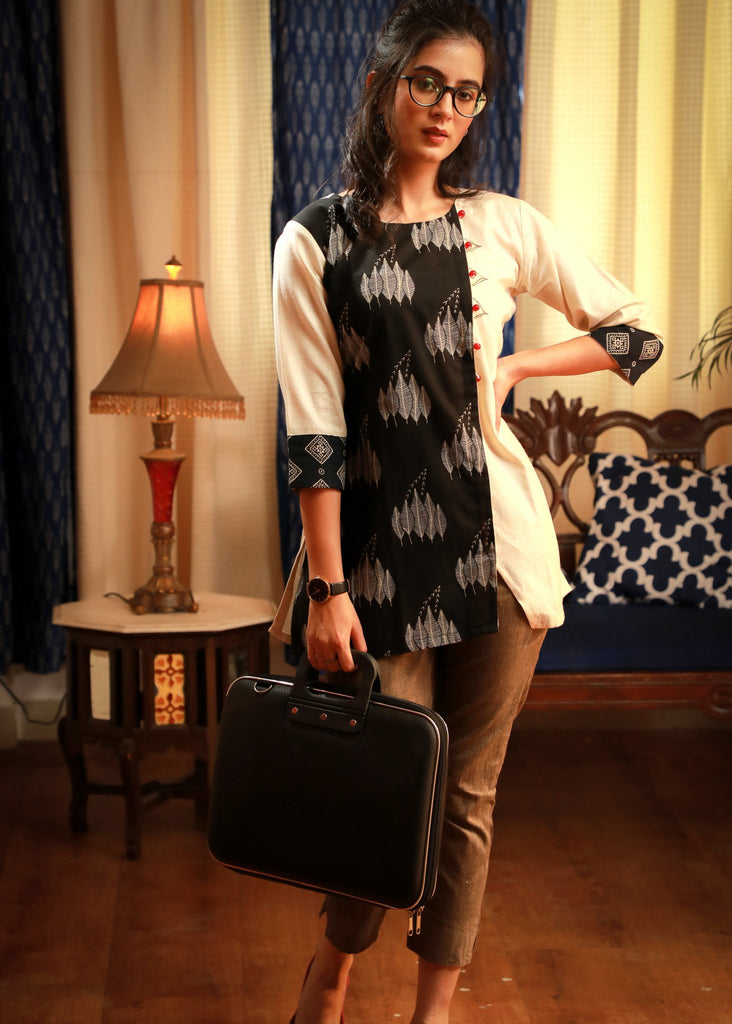 Asymmetrical look Black & white casual pure cotton printed top