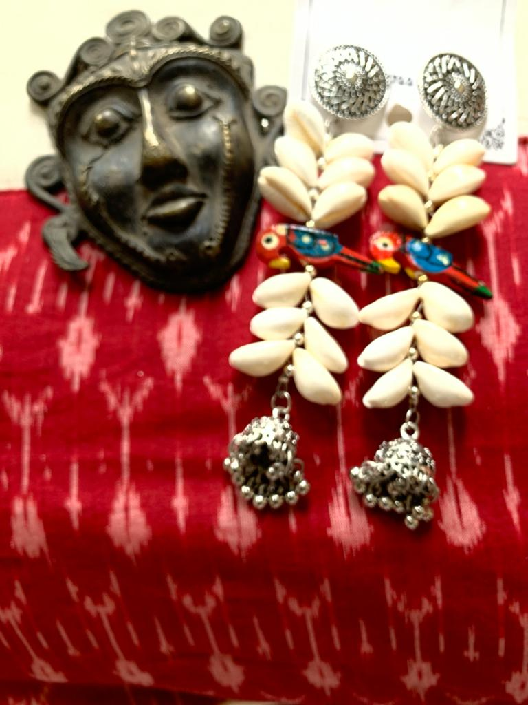 Exclusive cowrie & peacock earring