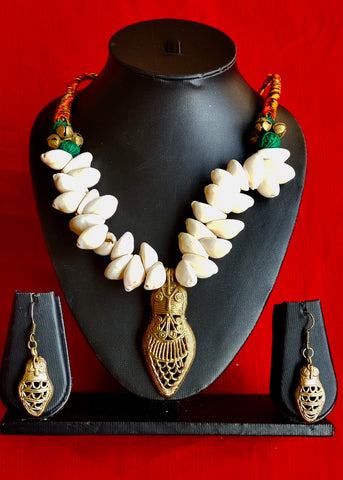 Exclusive Shell Neck Piece with Unique pendant