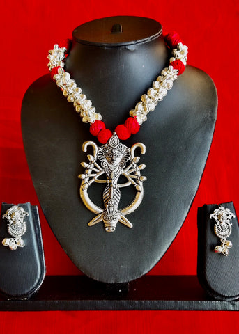 Ethnic necklace Set with Unique pendant