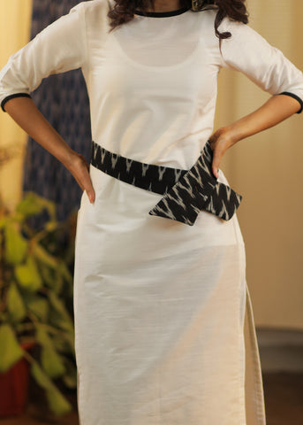 Straight cut Cotton Silk Kurta with a smart Ikat Belt