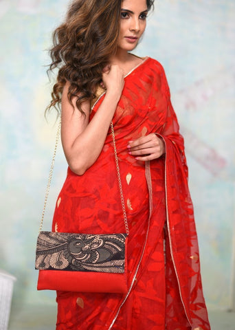 Exclusive clutch with Kalamkari print