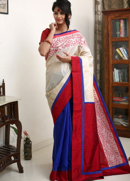 Hand woven jamdani border on pure Tussar silk with blue chanderi pleats & red cotton silk pallu - Sujatra