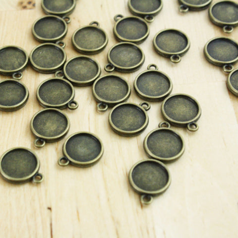 6 | Antique Bronze Round Pendants | 12mm