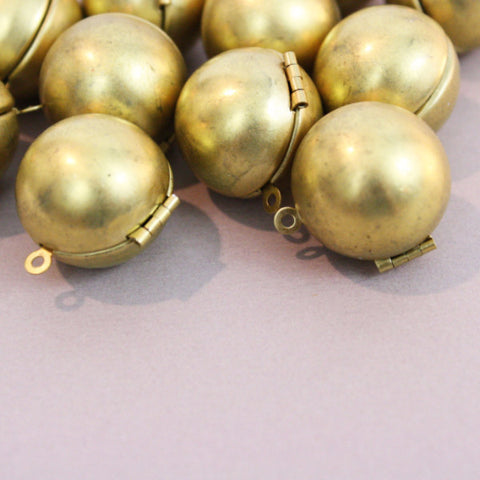 1 | Brass Ball Locket | 18mm