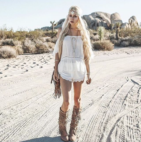 Coachella ready // thank you @sarahloven for featuring our Fossil + Jasper Antler necklace ! #tessandtricia #alwaysbelovely
