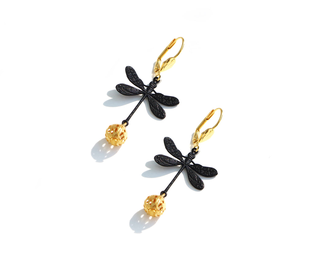 black dragonflies earrings, bijoux ARMELLE AULESTIA Jewelry, dragonfly jewelry, fashion jewelry, bijoux, bijoux noir et or, black and gold jewelry, mode a paris, boucles d'oreilles, earrings, insect jewelrybijoux créateur,