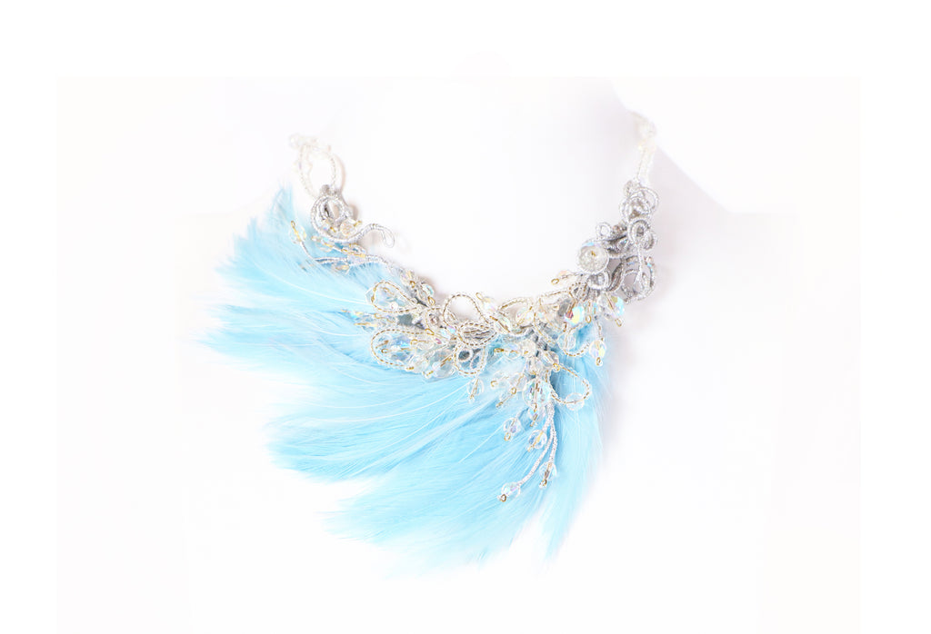 collier Nuage, Bijoux Armelle Aulestia Jewellery, necklace, feathers, cristals, blue feathers, spring, unique necklace