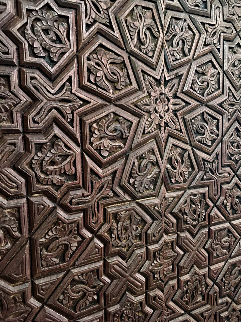 flea marketwood, detail, door, decorative wood panel, marrakesh, marrakech, Maroc, Morocco, flea market, Armelle Aulestia