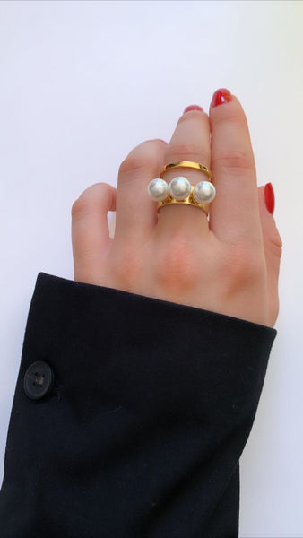 Double Band Ring with 3 Pearls - Gold/White