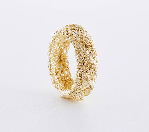 Ring mit Zopfmuster in Gold