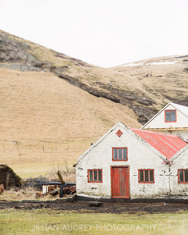 Barn with the Red Door / Photography Print