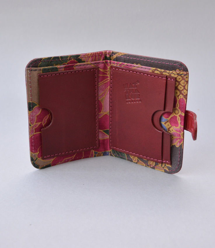 Pocket wallet in floral cherry red