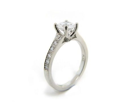 4-Prong Setting with Diamond Pave Band Mounting
