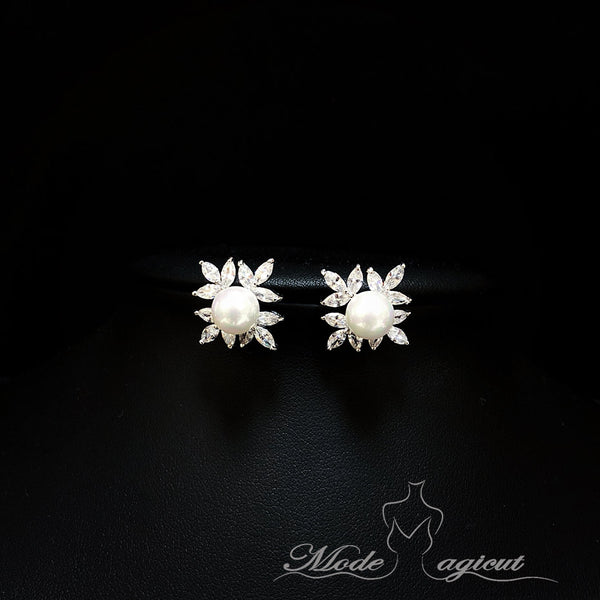 #20427  Four Piece Leaf Shapes Cubic Zirconia With Imitation Pearls Stud Earrings