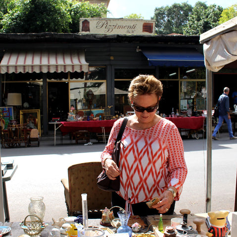 Jan shops the Palermo Flea Market
