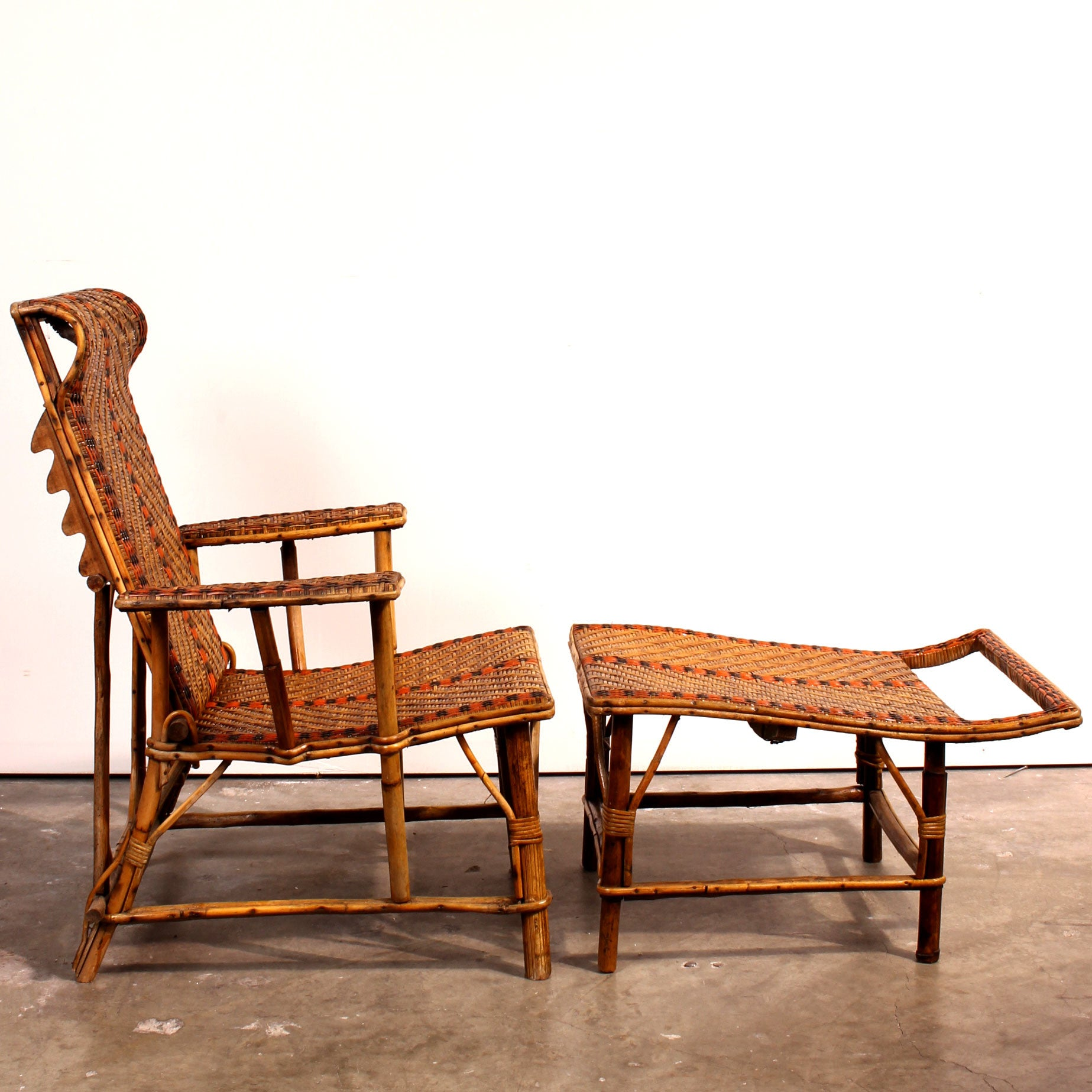 Vintage french bamboo rattan chaise lounge fatto a for Bamboo chaise lounge