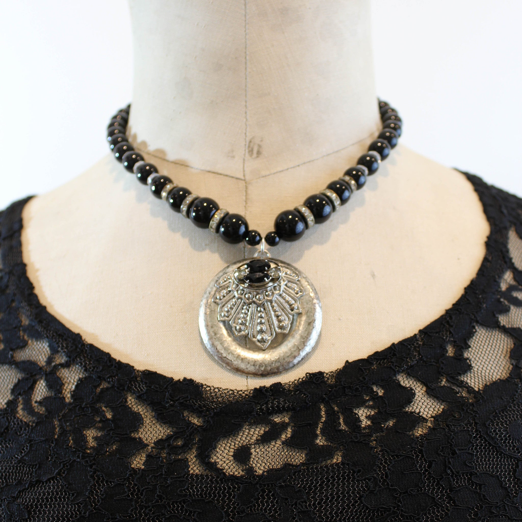 Black And Silver Assemblage Necklace Fatto A Mano Antiques