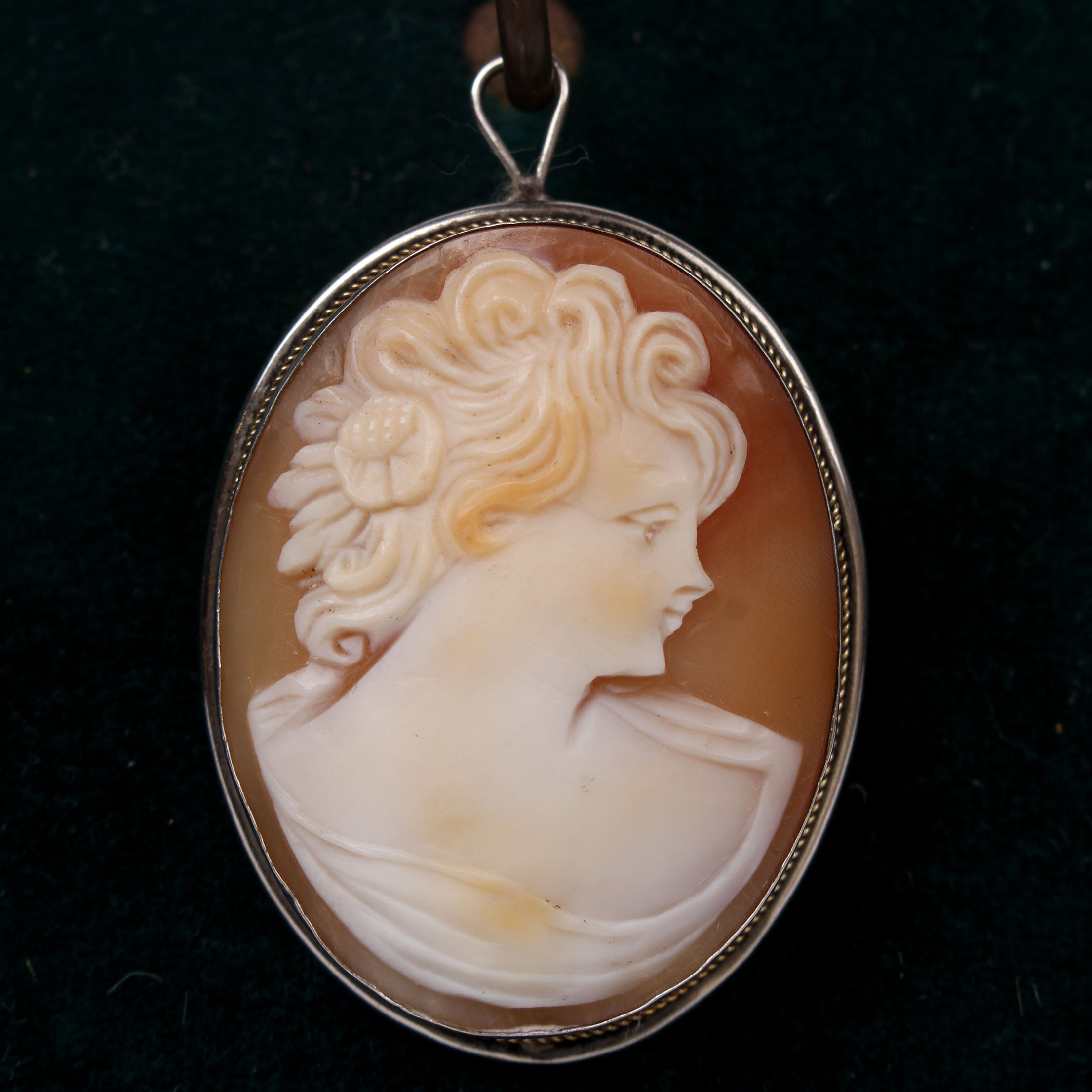 Vintage italian cameo pin pendant in silver bezel fatto a mano vintage italian cameo pin pendant in silver bezel aloadofball Image collections