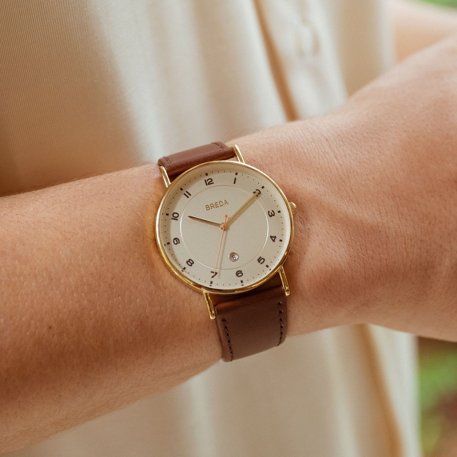 breda-pei-1739c-gold-brown-leather-watch-lifestyle