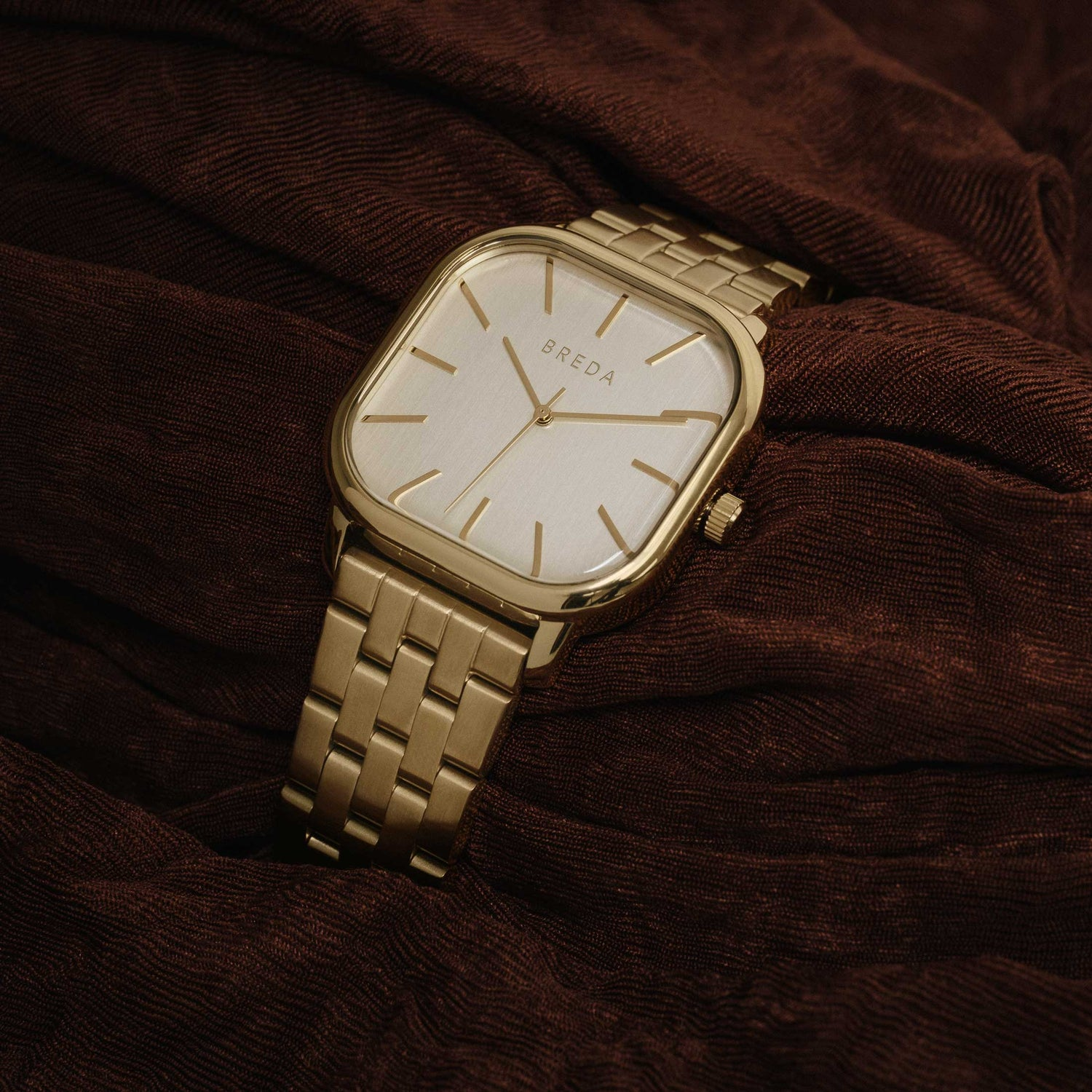 breda-visser-1737a-gold-metal-bracelet-watch-studio