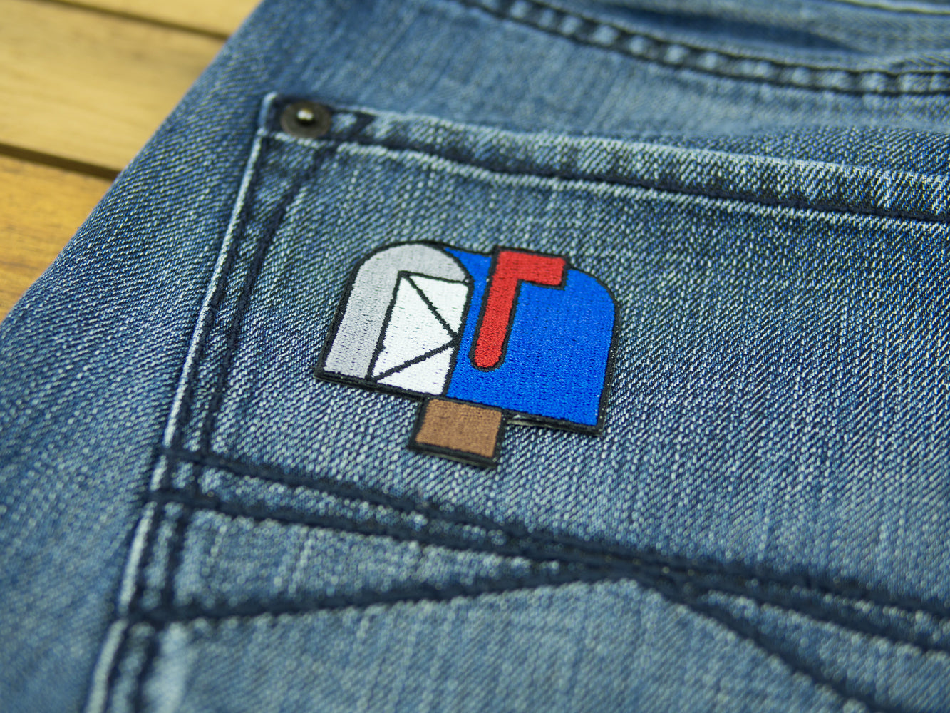 emoji-patch-open-mailbox-with-raised-flag