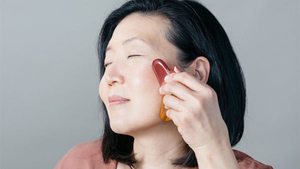 WHAT ARE THE BENEFITS OF GUA SHA? A CERTIFIED SKINCARE PRO ANSWERS!