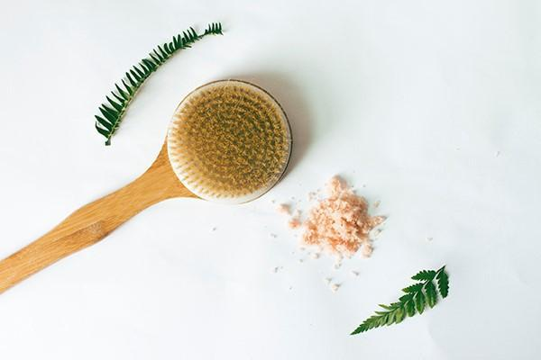 DETOXIFYING MIND AND BODY WITH A DRY BRUSH AND A BODY SCRUB