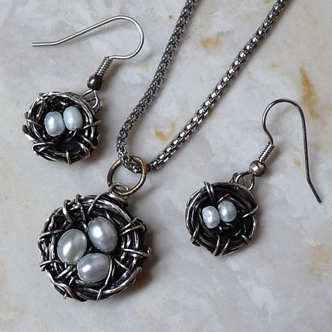 Wire wrapped birds nest jewelry tutorial. Shown: set of earrings and pendant in diver and pearls.