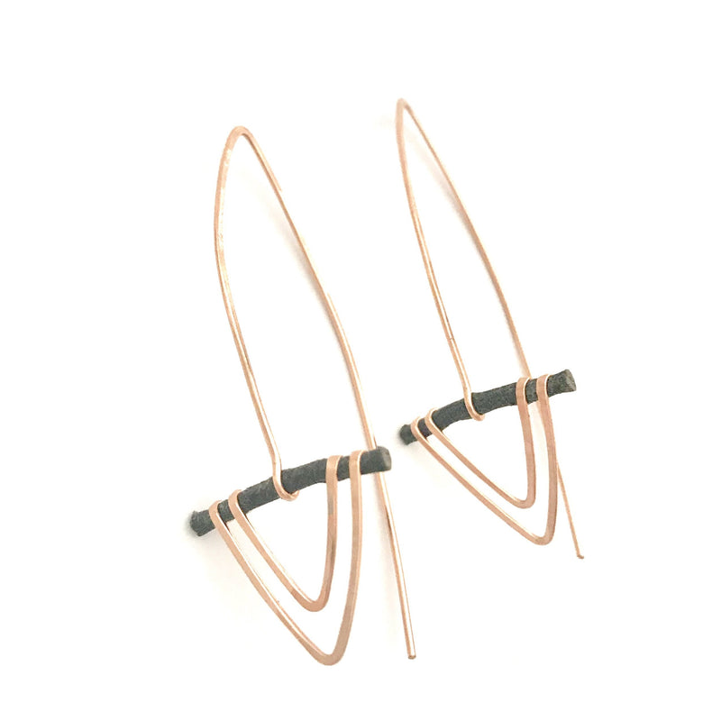 Elle Jay Arrow Earrings in Rose Gold
