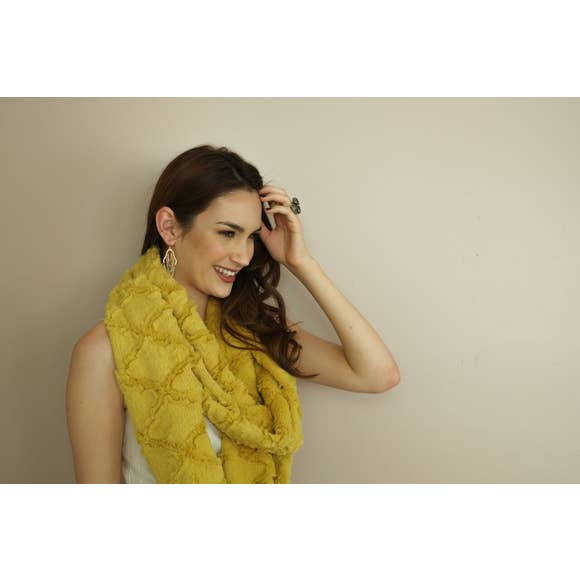 Model of the Antique Mustard variation of the Infinity Scarf.