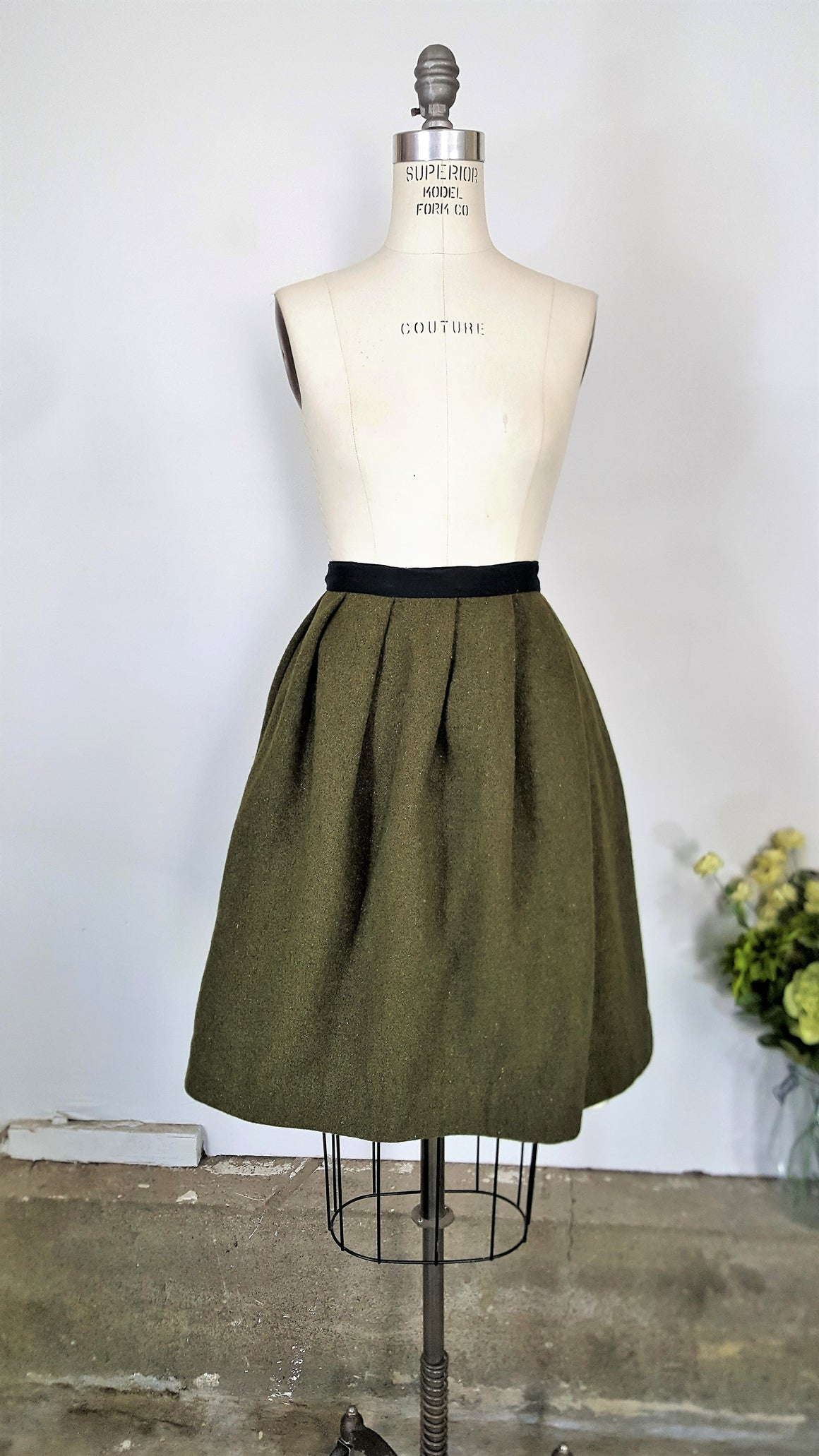 Vintage 1960s Green Wool Skirt With Pleats