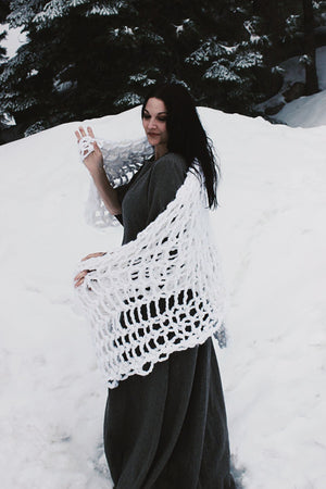 The Snow Ball Arm Knit Chunky Blanket in White