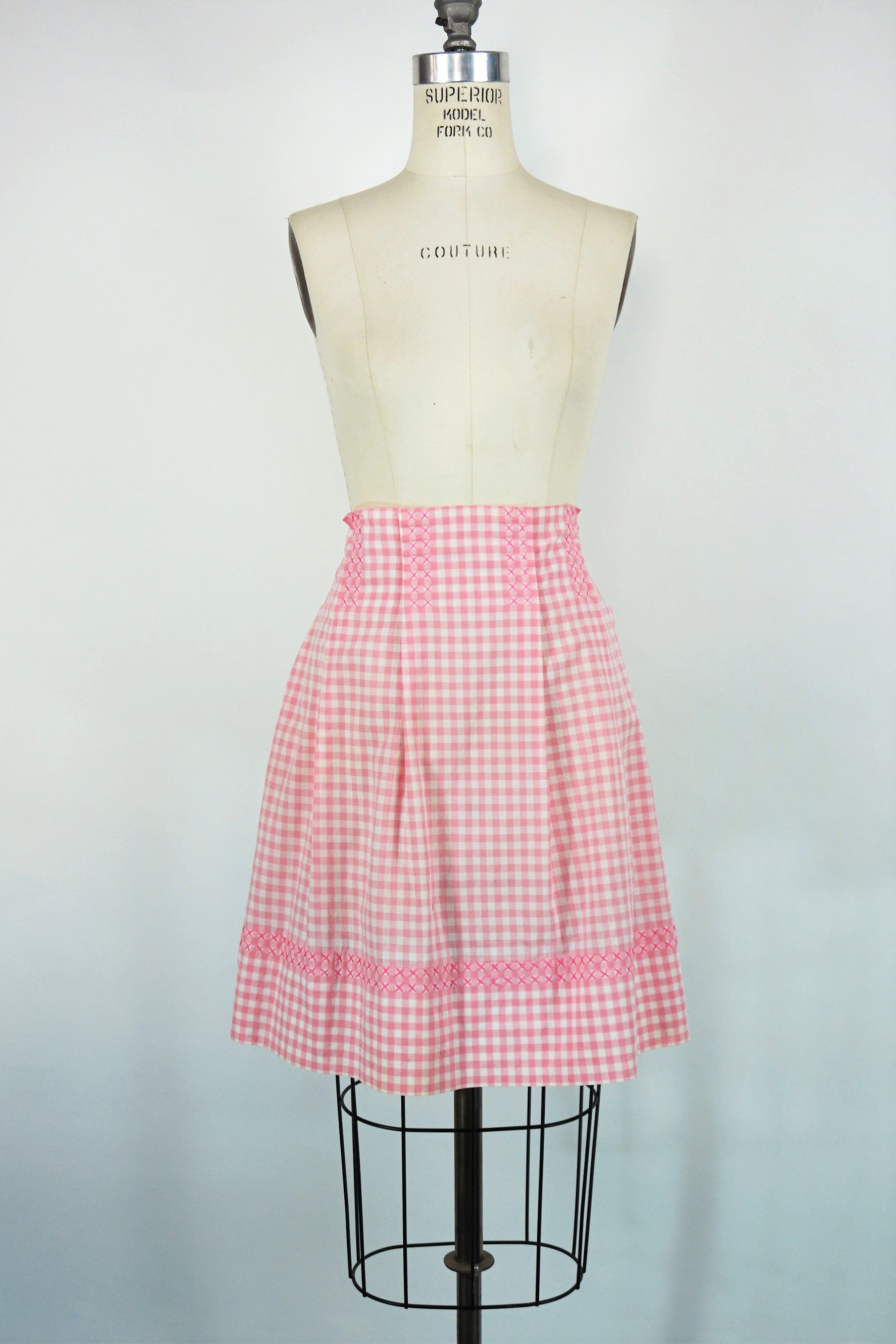 White vintage apron with girl silhouette on pocket