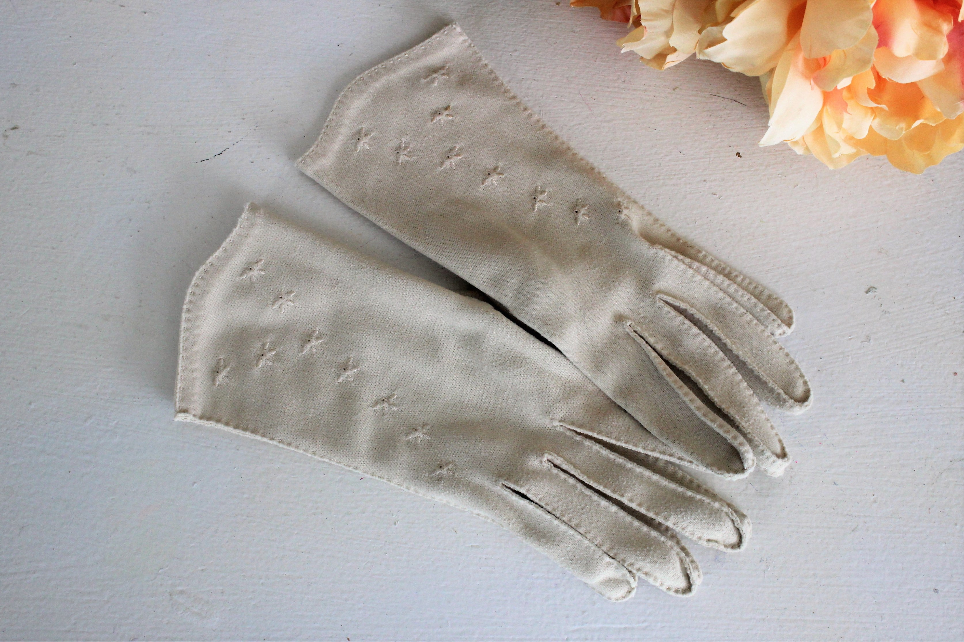 Vintage 1950s 1960s Tan Gloves Embroidered Trim