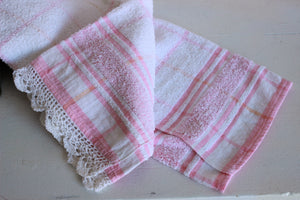 Vintage 1980s Cannon Terrycloth Towel With Crochet Lace Trim