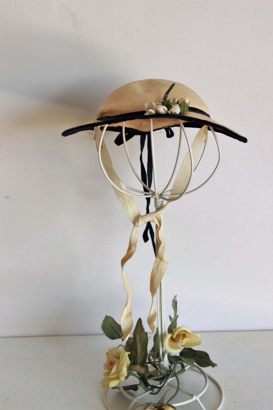 Vintage 1940s Straw Hat with Velvet Ribbon Trim and Flowers