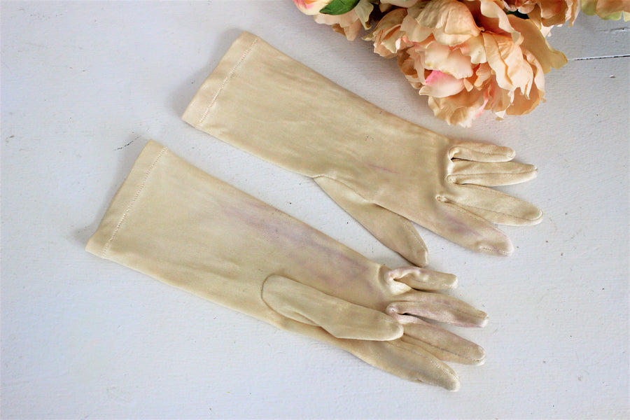 Vintage  Ivory Gloves in Nylon Satin