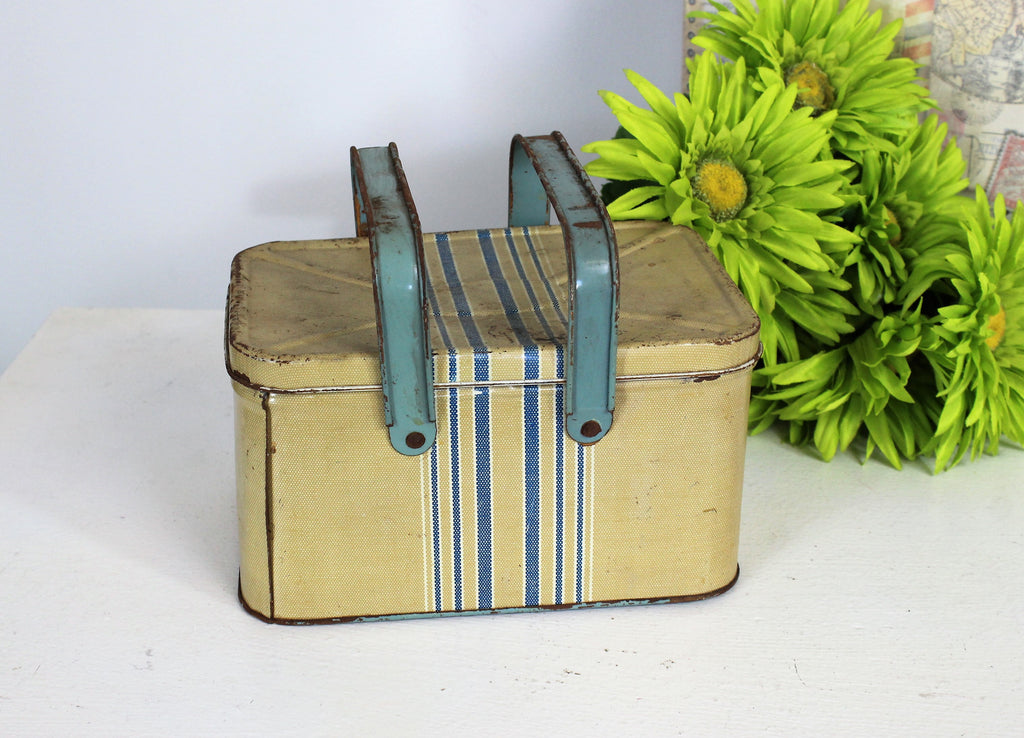 Vintage 1950s Lunchbox Tin With Tray and Lid