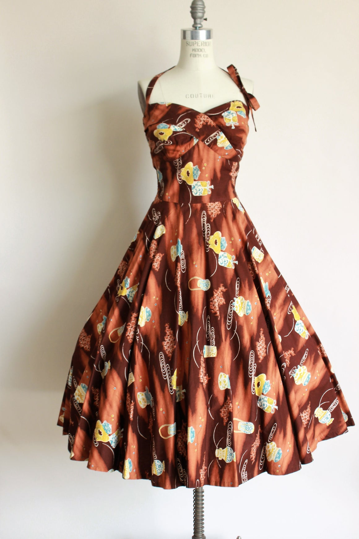 1950s Novelty Print Dress With Full Circle Skirt