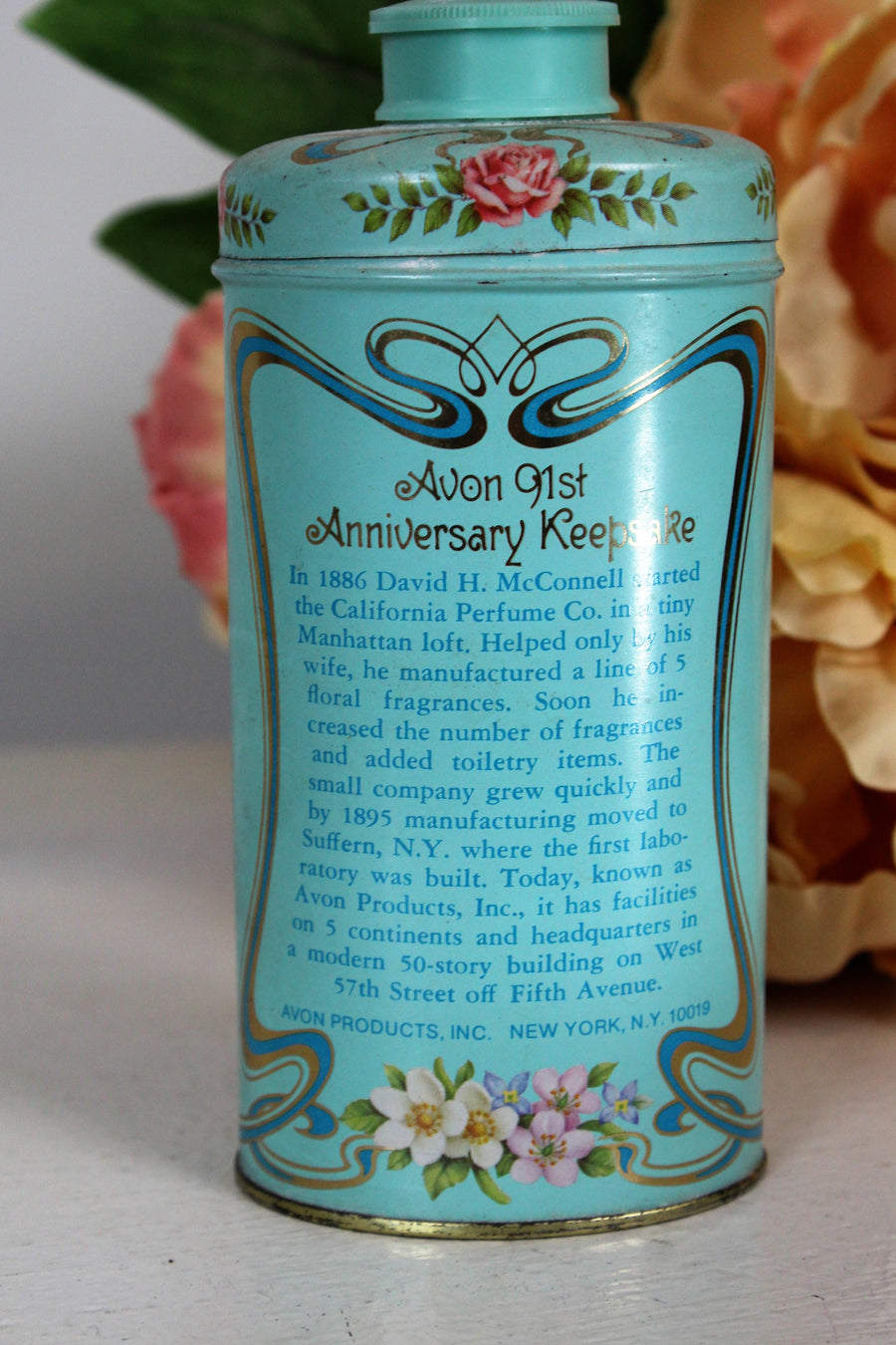 1970s Avon California Trailing Arbutus Perfumed Talc Powder Tin