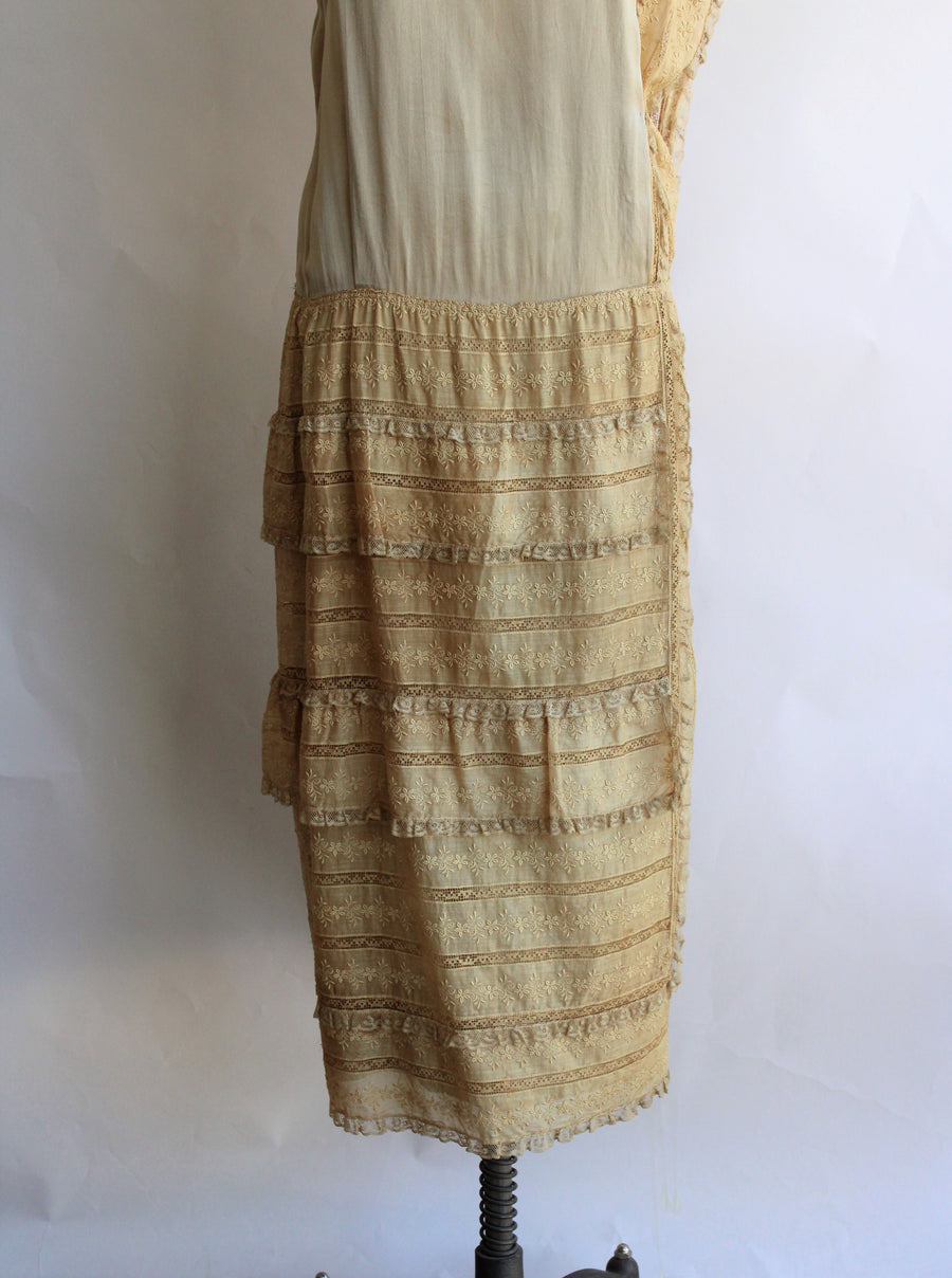 Vintage 1920s Gold Silk And Lace Flapper Dress With Drop Waist In Large Size