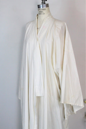 Vintage White Cotton Kimono Hollywood Costume
